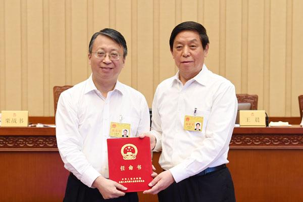 栗战书向第五任全国人大常委会香港特别行政区